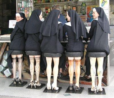 آخ آه اوف آی وای شوخی با دختران راهبه! پا و ران لخت!